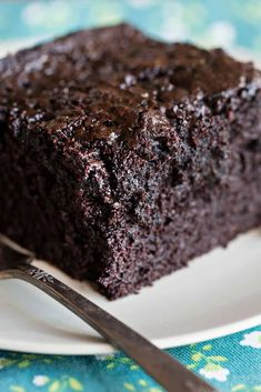 cake is SO rich and decadent you will never know there is zucchini in it! Best Chocolate Cake, Delicious Chocolate, Chocolate Recipes, Zuchinni Chocolate Cake, Chocolate Lovers, 13 Desserts, Dessert Recipes, Baking Recipes, Keto Recipes