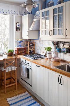 Mieszkanie w wielkiej płycie - aranżacja w stylu retro. Kuchnia
