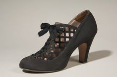 Day shoes in black silk faille, 1937, by Delman.