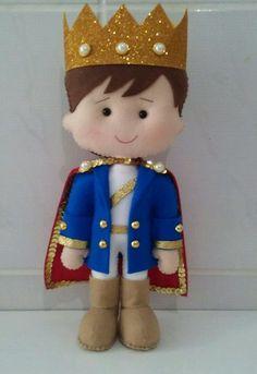 Príncipe em feltro. Ideal para festa ou decoração de quarto infantil! Fica em pé sozinho!