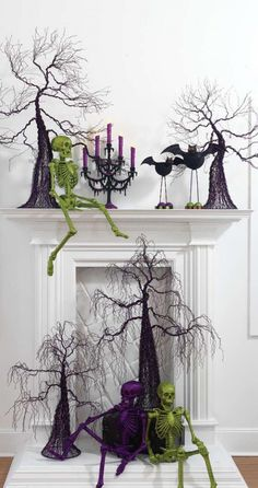 There are SO many DIY Halloween decoration ideas here! But I loved the idea to spray paint and even glitter your skeletons! Things you can get at a dollar store! Halloween 2018, Spooky Halloween, Table Halloween, Halloween Fireplace, Holidays Halloween, Halloween Crafts, Happy Halloween, Halloween Decorations, Christmas Decorations