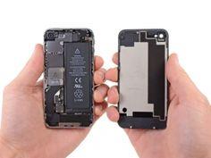 Schritt 3  *    Ziehen Sie vorsichtig das Backcover von der Rückseite des iPhones weg, so dass Klammern aus Kunststoff auf dem Backcover unbeschädigt bleiben.  *    Entfernen Sie das Backcover vom iPhone.