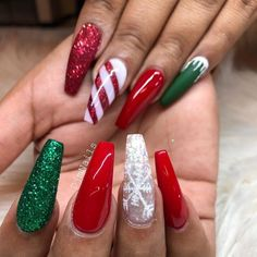 Chistmas Nails, Cute Christmas Nails, Xmas Nails, Christmas Nail Art Designs, Holiday Nails, Diy Nails, Christmas Glitter, Christmas Christmas, Christmas Makeup