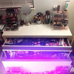 I love nicoleguerriero makeup table/Storage =)