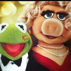 Muppets Kermit the Frog & Miss Piggy Miss Piggy Muppets, Kermit And Miss Piggy, Kermit The Frog, Danbo, Jim Henson, Sapo Kermit, Sapo Meme, Bacon Funny, Fraggle Rock
