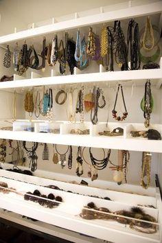 Como devo planejar um closet? Quais detalhes são importantes? - 16/02/2011 - UOL Casa e Imóveis - Tire suas Dúvidas - Decoração