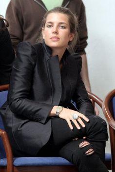 Charlotte Casiraghi, sa veste à épaulettes - Marie Claire