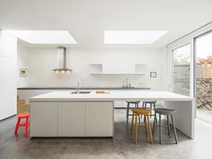 Highlever House by Haptic Architects - Nordic Design Scandinavian Interior Design, Nordic Design, Küchen Design, Open Plan Kitchen, Kitchen Dining, Dining Table, Old Victorian Homes, Cuisines Design, Kitchen Interior