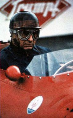 Juan Manuel Fangio he drive for fun the new SL 500 in the presentation faster than official driver of Mercedes !!!thats only a legend do