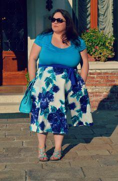 #plussize #outfit wearing #igigi #floral dress more pictures at http://www.divadellecurve.com/2015/09/outfit-plus-size-fiori-igigi.html