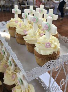 First Communion perfect cupcakes Communion Centerpieces, First Communion Decorations, First Communion Cakes, Communion Favors, First Communion Dresses, First Holy Communion, Girl Cupcakes, Cupcake Cakes, Comunion Cakes