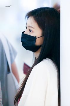 Kpop Girl Groups, Kpop Girls, Yuri, Mask Girl, Female Reference, Japanese Girl Group, Airport Style, Airport Fashion, Ulzzang Girl