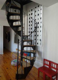 Bientôt fini ? Escalier en colimaçon de style Bistrot fabriqué et installé par Escaliers Décors® (modèle déposé www.ed-ei.fr) - petit diamètre - Loulou addict