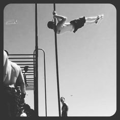 #Shoulder #flag #hops. @kay_ohkayy. Today is #freestylefridayzz. Use this hashtag on your best #freestyle #videos , or #pictures for a chance to be featured. #barstarzz #nyc #calisthenics