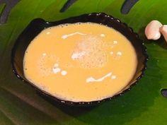 Bisque de butternut à la crème d'ail - Une bisque onctueuse cuite avec une pincée de cannelle et relevée d'une crème à l'ail cru (au Soup Maker)