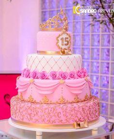 Clique aqui para abrir o Álbum: Bolo na festa - Fest Bolos Artísticos One Year Birthday Cake, 15th Birthday Cakes, Sweet 16 Birthday Cake, Birthday Cake Girls, Sweet 15 Cakes, Pink Rose Cake, Queen Cakes, Quinceanera Cakes, Diy Wedding Cake