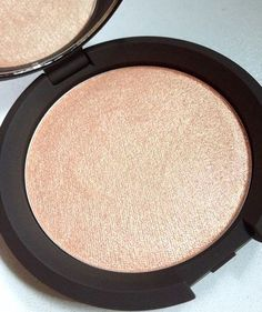 Becca Cosmetics / Jaclyn Hill Champagne Pop Highlighter