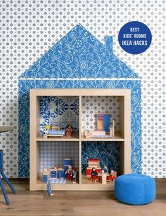 Another charmingly creative dollhouse using Ikea's EXPEDIT bookcase. {Via frenchbydesign but originally sourced from 101woonideen}