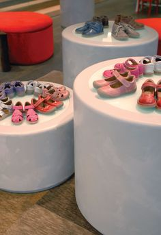 apple pie children-shoe boutique by Stefano Tordiglione Design Hong Kong 20 Shoe Store Design, Retail Store Design, Italian Interior Design, Shop Interior Design, Visual Merchandising, Pie Store, Kids Shoe Stores, Childrens Shop, Toy Basket