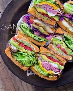 * 2016/07/01 * + . . トマトのミニキューブキューブパンでサンドイッチランチ 。 . 今日は6枚にカットして3種類作ってみました 。 野菜はほぼ一緒だけどね (´∀`) 。 . . 今日の夜はお出かけ 。 発散してこー 。 ・ ・ ・ #わんぱくサンド #ミニキューブパン #ミニぱくサンド #モリモリサンドイッチ #具沢山サンド #お昼ご飯 #おうちごはん #サンドイッチ #sandwich #Lunch #セーラサンド