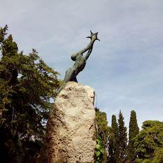 Un niño atrapando una estrella (la poesia), es el precioso homenaje a Ruben Dario en el Parque Grande #zaragoza