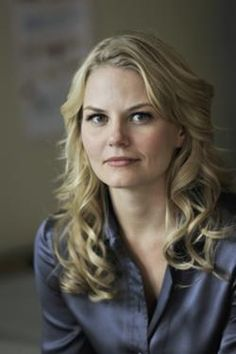 "Emma Swan (Jennifer Morrison) the herione and daughter of Blanche Neige and the prince of the serie ""Once Upen a Times"" ! Jennifer Morrison, Emma Swan, Once Upon A Time, Emission Tv, Prince Charmant, Swan Queen, Ginnifer Goodwin, Star Wars, Colin O'donoghue"