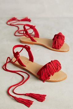 26 Summer Sandals To Inspire Yourself - Women Shoes Styles & Design Shoes Flats Sandals, Red Sandals, Leather Sandals, Flat Sandals, Boho Sandals, Fringe Sandals, Heels, Soft Grunge, Grunge Style