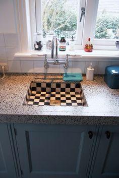 Granieten aanrechtblad Dutch Kitchen, Kitchen Decor, Home Decor Kitchen, Terrazzo, Countertops, Kitchen, Home, Kitchen Design, Home Decor