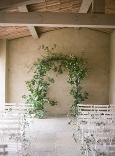 For those that feel a little rain will ruin your big day, allow us to showcase the prettiest villa wedding that just so happened to be a backup plan. A quick Plan B quickly had this couple under cover...
