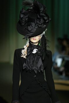 celebrates the essence and beauty of haute couture… Dark Fashion, Gothic Fashion, Victorian Fashion, High Fashion, Fashion Show, Victorian Era, Victorian Bride, Victorian Hair, Victorian Steampunk