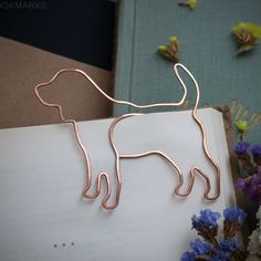 Wire bookmark, paperclip, beagle, pet, gift for booklover, notebook accessories, clip-style bookmark, animal shape, gift for doglover, dog Wire Crafts, Paper Crafts, Wire Bookmarks, Wire Jewelry, Jewellery, Wire Art, Paper Clip, Wire Wrapping, Party Favors