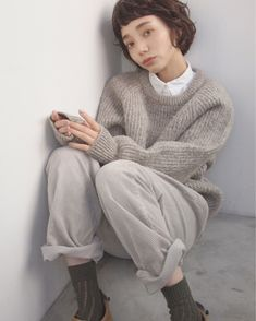 一気に垢抜け顔♪ 「フレンチボブ」で作るパリジェンヌスタイル | キナリノ Messy Short Hair, Rich Girl, Personal Style, Short Hair Styles, Autumn Fashion, Turtle Neck, Sweaters, Clothes, Fall