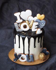 190 отметок «Нравится», 2 комментариев — Анна (@vnukova.anna) в Instagram: «Вот такой монохромный тортик у нас сегодня получился Внутри ванильный бисквит, сливочный крем и…»