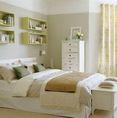 estantes sobre cama