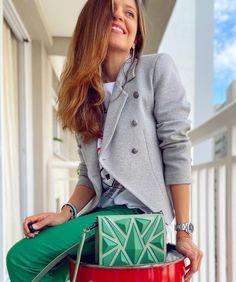 """Estilo da Flá on Instagram: """"Você já pensou em como uma bolsa 👛 colorida pode deixar o seu look completamente estiloso e com informação de moda?! 🤔 Vale investir…"""""""