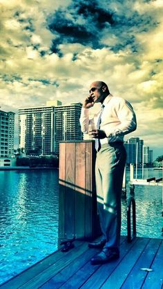 Dwayne Johnson from 'Ballers' on HBO.He is gorgeous ❤♥❤ The Rock Dwayne Johnson, Dwayne The Rock, Rock Johnson, Dwane Johnson, Beautiful Men, Beautiful People, Beautiful Places, Star Wars, Sharp Dressed Man