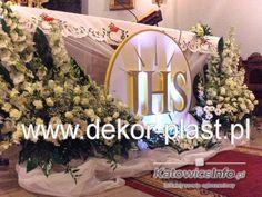 Altar Flowers, Church Flower Arrangements, Church Flowers, Floral Arrangements, First Communion Party, First Holy Communion, Church Stage Design, Altar Cloth, Jesus Art