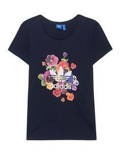 """T-Shirt mit Print Das schmal geschnittene dunkelblaue T-Shirt aus einem hochwertigen Baumwoll-Modal-Gemisch kommt mit farbenfrohem Stiefmütterchen-Print und weißem """"Trefoil""""-Logo.  Ein lässiger Hingucker..."""