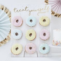Treat Yourself Pastel Donut Wall Party Decoration//Doughnut. A Novel Party display for Birthdays, Baby Showers, Weddings or any celebration. Our 'Treat Yourself Donut Wall' is a wall of absolute dreams! Dessert Table, A Table, Dessert Stand, Murs Pastel, Pastell Party, Babyshower Party, Donut Birthday Parties, Birthday Cake, Birthday Treats