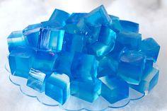 <div>Os cubinhos de gelo também foram feitos de gelatina.</div>