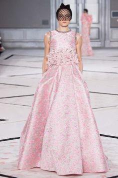 Giambattista Valli abito rosaAbito da sposa di alta moda rosa broccato primavera/estate 2015