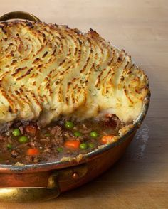Recipe Comforting Shepherd's Pie Loaded With Meat And Veggies, And Topped With Mashed Potatoes, Shepherd's Pie Is The Ultimate Comfort Food. A Staple Of Irish Cooking, This Made-From-Scratch Casserole Is Also Known As Cottage Pie. Irish Recipes, Beef Recipes, Cooking Recipes, Healthy Recipes, Recipies, Easy Cooking, Healthy Foods, Cottage Pie, Irish Cottage