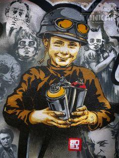 Les nouvelles armes ! / Street art. / Paris, France.
