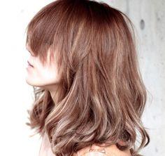 ハイライトを入れるだけでもっともっとおしゃれになれる!ハイライトを入れるだけで全体的に明るい印象になるから、わざわざ髪の毛全部をブリーチしなくても済むのです!まだまだおしゃれしたりない女の子におススメですよ♪ Long Hair Designs, Asian Bangs, Long Bob Haircuts, Bright Hair, About Hair, Hair Goals, Red Hair, Hair Inspiration, Cool Hairstyles
