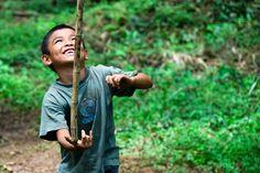 Niño jugando. Una reflexión sobre el padre interior y el niño interior que todos llevamos dentro