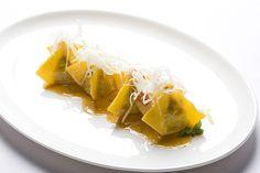 Ravioli di pollo in potacchio Food Bulletin Boards, Pasta Shapes, Food Plating, Italian Recipes, Cantaloupe, Invitation, Diet, Fruit, Cooking