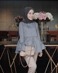 Modern Hijab Fashion, Street Hijab Fashion, Hijab Fashion Inspiration, Abaya Fashion, Muslim Fashion, Fashion Outfits, Hijab Chic, Casual Hijab Outfit, Hijab Style Tutorial
