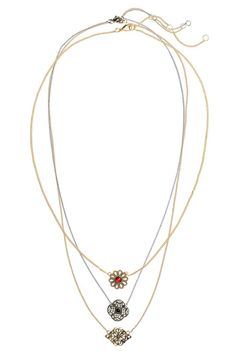 3-pack necklaces: Thin metal chain necklaces with hole-patterned pendants. Adjustable length, 45.5-52 cm.