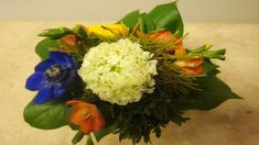 Blumenstrauß binden Anleitung - Floristik Ideen : Tischdekoration selber... Simple Flowers, Flower Decorations, Flower Arrangements, Floral Wreath, Wreaths, Youtube, Home Decor, Videos, Google