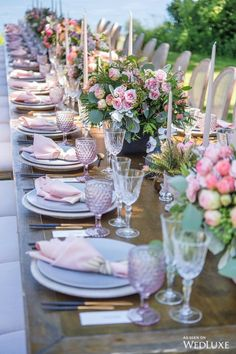 How pretty is this table? | WedLuxe – Up, Up And Away | Photography by: Amsis Photography Follow @WedLuxe for more wedding inspiration! #wedluxe #wedluxemagazine #upupandaway #weekendgetaway #weddinginspo #upintheair #weddingideas #colourfulwedding #pastelwedding #tablesetting #weddingtablesetting